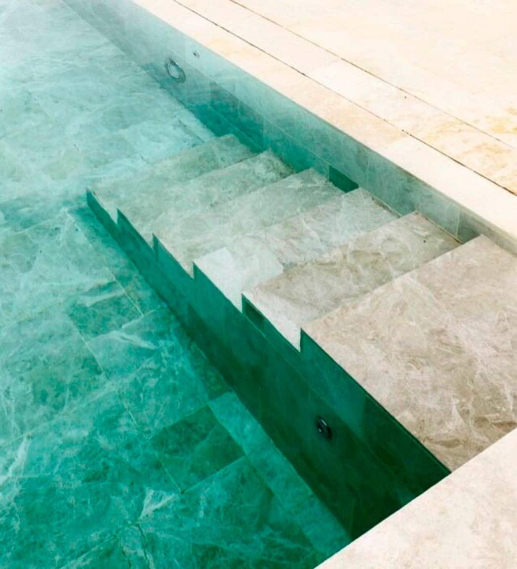 iguazu-piscina-escalera