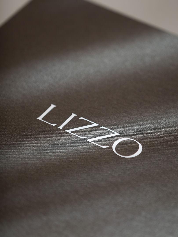 LIZZO-caja_TOP_detalle1-13-1